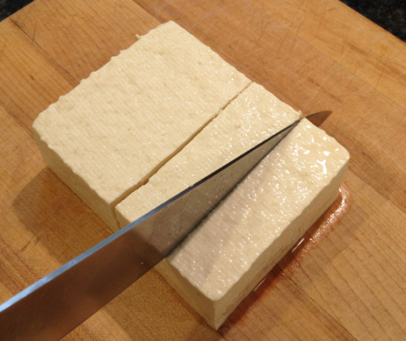 To cut the tofu into 8 even slices, I first cut it in half, then I cut each half in two, and lastly, I divide each piece into two.